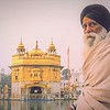 Devoto en Golden Temple. Amritsar