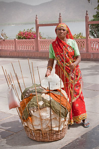 Street vendor selling bread - Jaipur, India