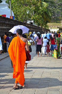 Sri Lankans heading into the temple