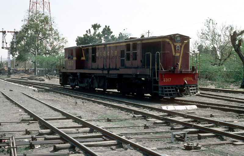 YDM4 6317 potters about in the station yard at Jaipur on 3 March 1992