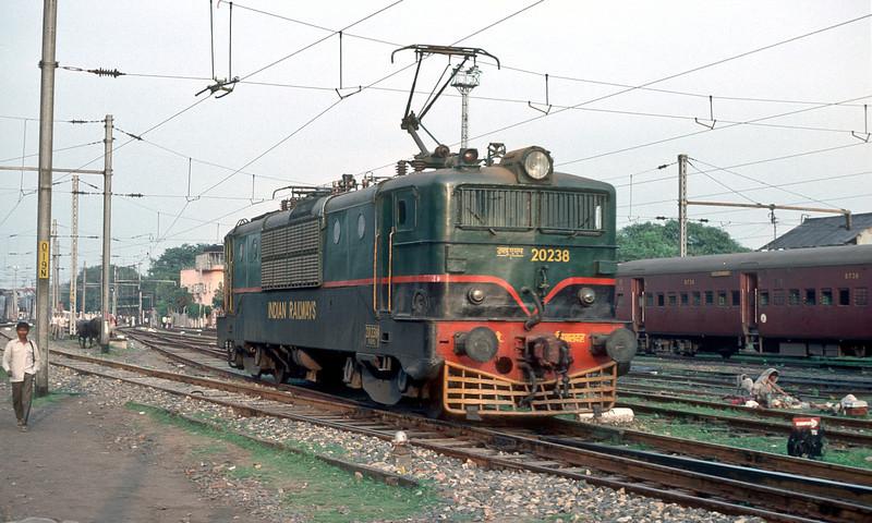 WAM1 20238 is at Calcutta Sealdah on 25 February 1992