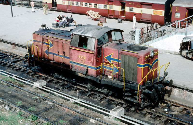 WDS4B 19454 is seen at Lucknow on 19 February 1992
