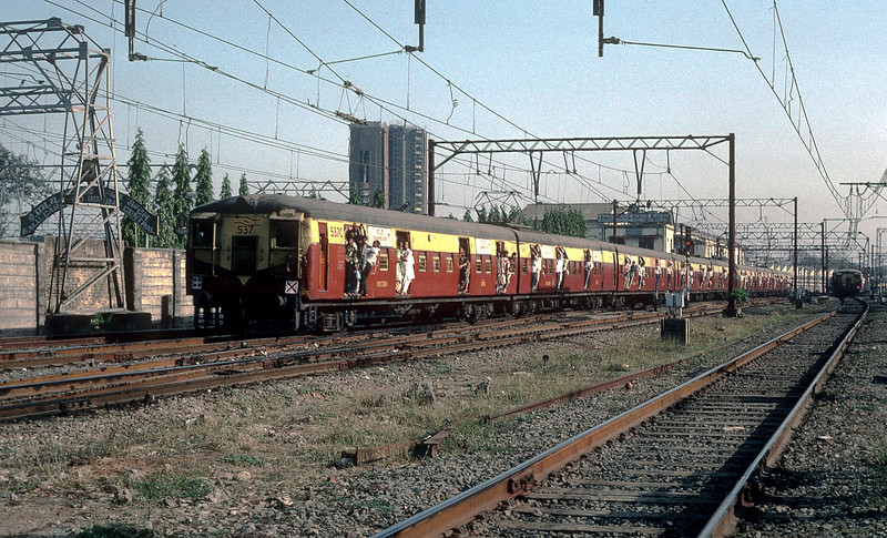 The morning rush hour on 6 March 1992 sees Electric Multiple Unit 537 pass the Bombay Central maintenance facility