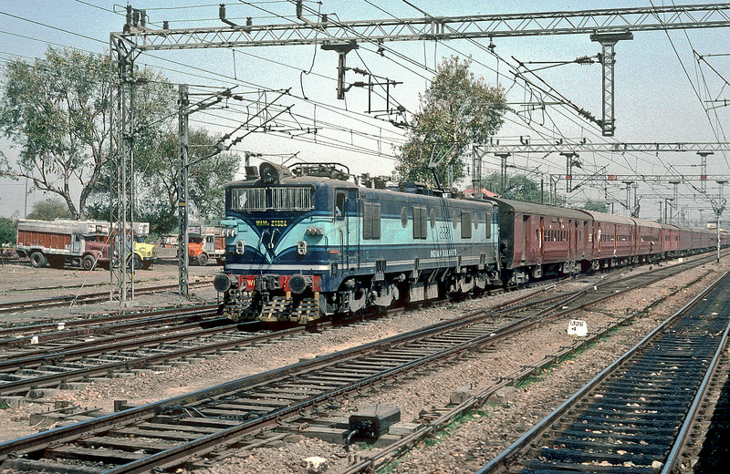 WAM4 21324 pulls into Mathura Junction on 9 March 1992 with a lengthy passenger train
