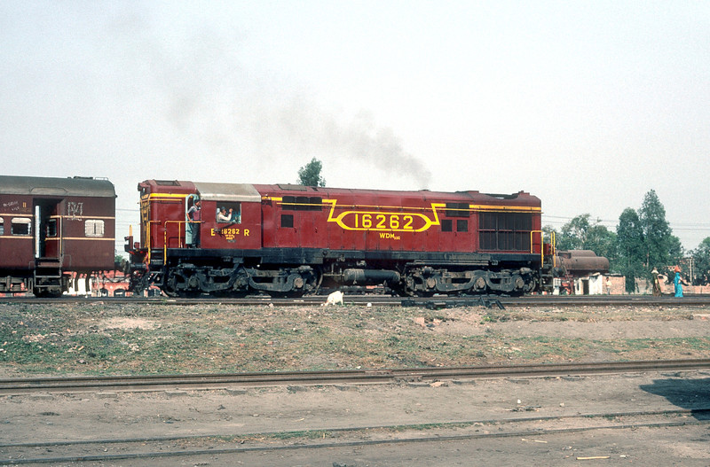 WDM2A 16262 passes Sonpur depot on 22 February 1992