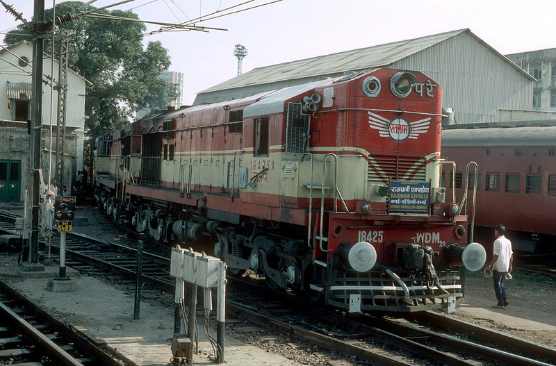 WDM2A 18425 and 18640 are seen at Bombay Central having brought in the overnight express from Delhi on 6 March 1992