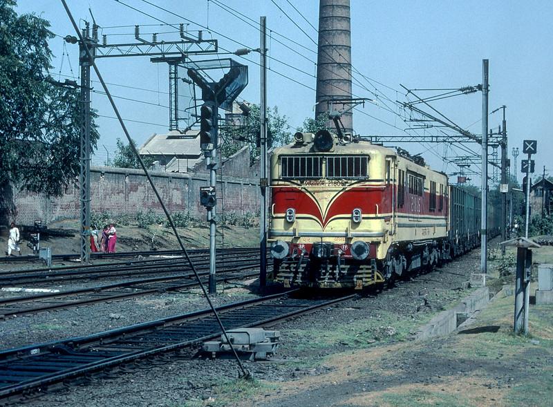 WCAM1 21805 Ahmadabad Junction 5 March 1992