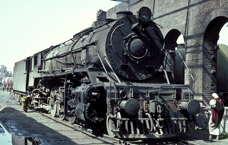 WG10106 is stabled in the old broad gauge shed at Patna Junction, providing a convenient supply of hot water for the locals! The tank wagons the other side of the wall purport to be carrying flammable liquids on 23 February 1992