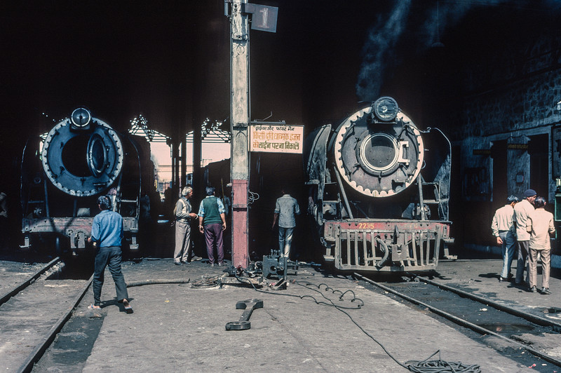 Several pieces of locomotive are strewn around Jaipur depot on 3 March 1992 as YG 4194 (left) and YP 2235 undergo maintenance