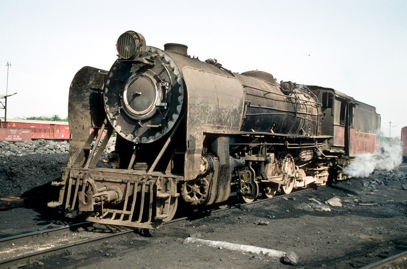 YG 4132 sits in the coaling area at Mahesana Junction depot on 4 March 1992