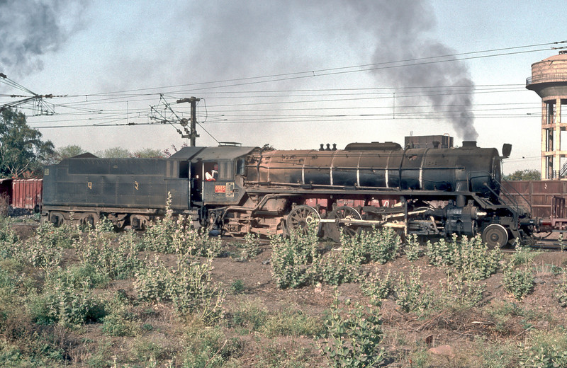 WG9985 simmers away in the yard at Kota on 7 March 1992