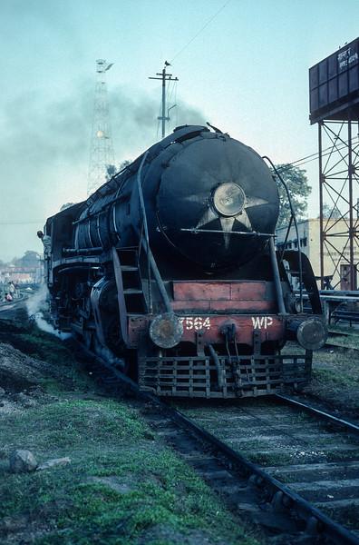 WP 7564 runs through the yard at Saharanpur on 17 February 1992