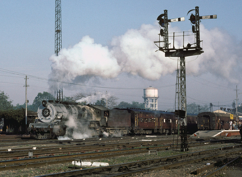 WG10493 blasts out of Bareilly Junction in the early morning of 18 February 1992