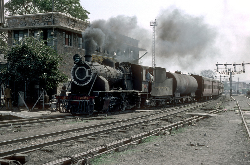 YL5125 pulls into Jaipur with an early morning passenger service on 3 March 1992. The water tank behind the tender signifies no source of water on the line it had worked!