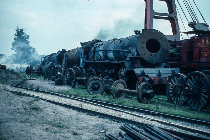 Sadly scrapping was the order of the day at several locations. WG9587, 9952 and 8883 are gradually broken up at Moradabad on 18 February 1992