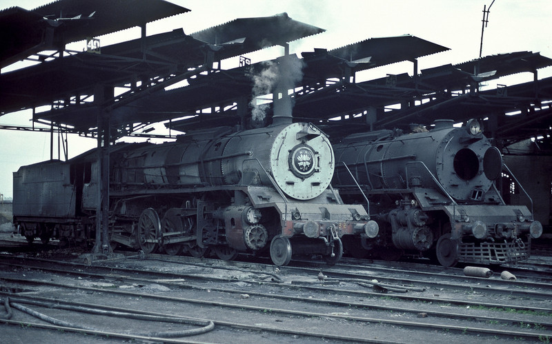 In the large roundhouse at Moradabad WG 10369 and 9938 wait for their next duties on roads 39 and 38 respectively on 18 February 1992