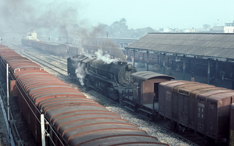 WG9111 smokes up the station at Samastipur Junction on 22 February 1992