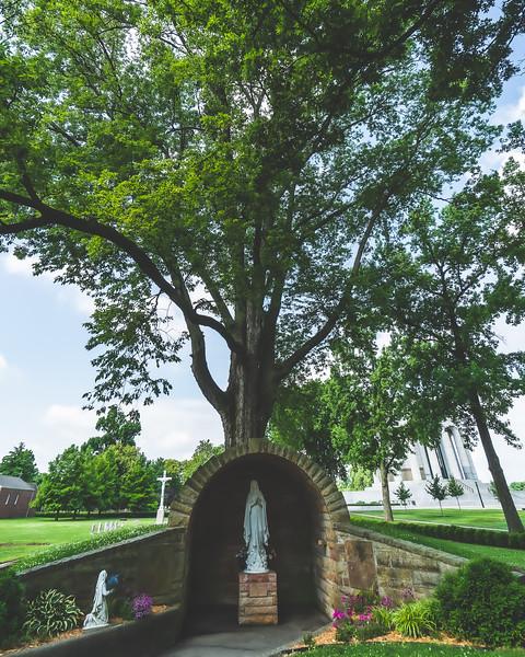 Virgin Mary Memorial in Vincennes Indiana