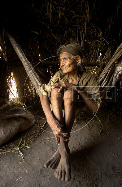 An elderly woman sits in her home at a camp of Kiawah Indians in Brazil's Mato Grosso do Sul state.(Australfoto/Douglas Engle)