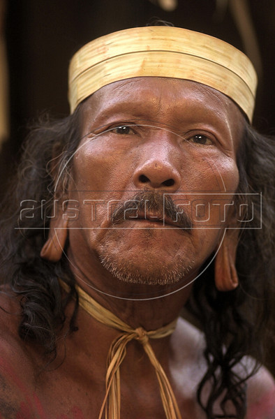 A member of the Kraho tribe talks with visitors at the Museum of the Indian in Rio de Janeiro,  Brazil, Sunday, April 16, 2000. Several Kraho, from Brazil's northern Toncantins state were at the museum to speak with vistors as part of festivities for Brazil's 500th anniversary, April 22. (Australfoto/Douglas Engle)