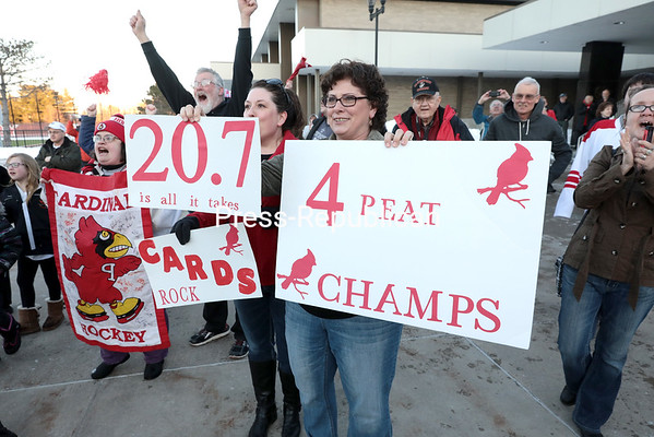 GABE DICKENS/ P-R PHOTO<br /> Fans welcome home the Plattsburgh State women's hockey team as its bus arrives at the Plattsburgh State Field House Sunday in Plattsburgh.