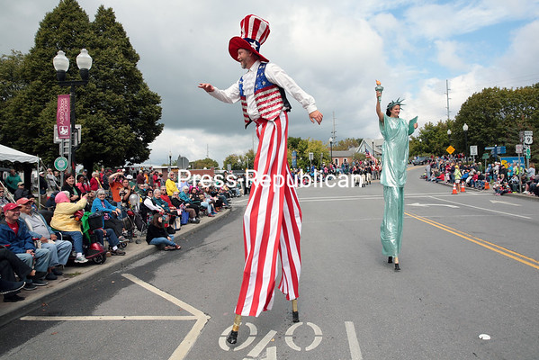 The Jolly Giant Stiltwalkers make their first-ever appearance in a Battle of Plattsburgh Commemoration parade Saturday afternoon.<br /> GABE DICKENS/ P-R PHOTO