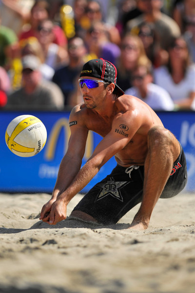 14 September 2008:  Sean Rosenthal digs a ball during the men's final match of the AVP Crocs Cup Shootout at Pier 30 in San Francisco, CA.   Jake Gibb and Rosenthal defeated Phil Dalhausser and Todd Rogers 11-21, 21-19, 15-13.