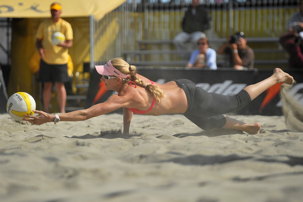 12 September 2008: Kerri Walsh dives for a ball during her 21-16, 21-19 second round victory with partner Misty May-Trainer (not pictured) over Carrie Dodd and Tatiana Minello in the AVP Crocs Cup Shootout at Pier 30 in San Francisco, CA.
