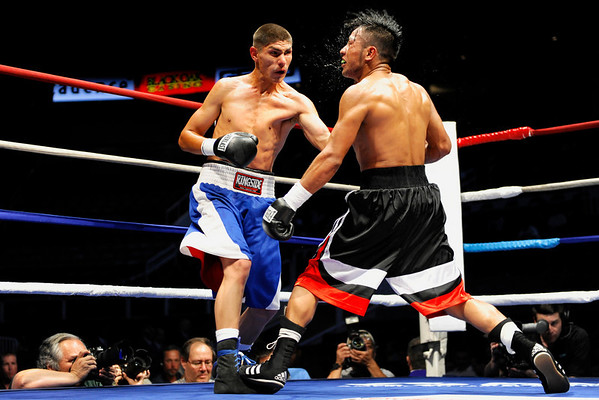 11 September 2008: Juan Topoz (black trunks) and Alberto Soto (blue trunks) during Soto's Featherweight unanimous decision victory at the HP Pavilion in San Jose, CA.