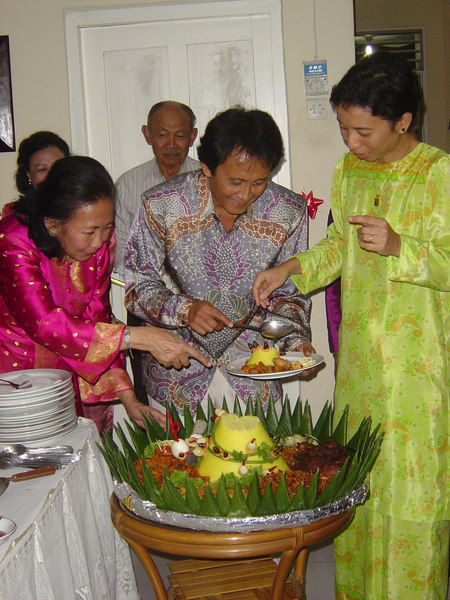 """Cutting """"Tumpeng"""", a ceremonial meal."""