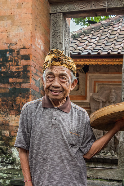The temple attendant