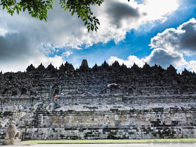 Borobudur from the ground on the north side © Russ Brooks