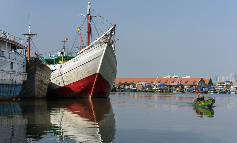 Inner harbour with pinisi and small boats, Sunda Kelapa harbour, Jakarta, Indonesia