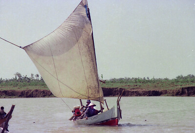 Small Sailing craft with side mounted engine