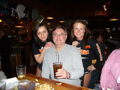 2007-2-23 Hooters P2230020