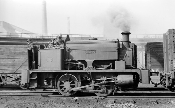 No.40 HE 1335/1919 Hunslet Engine Co. 0-4-0ST built in 1919 (Works No.1335 and supplied new to Beckton.  Scrapped on site by Drew & Sawyer of Belvedere, Kent in June 1959.
