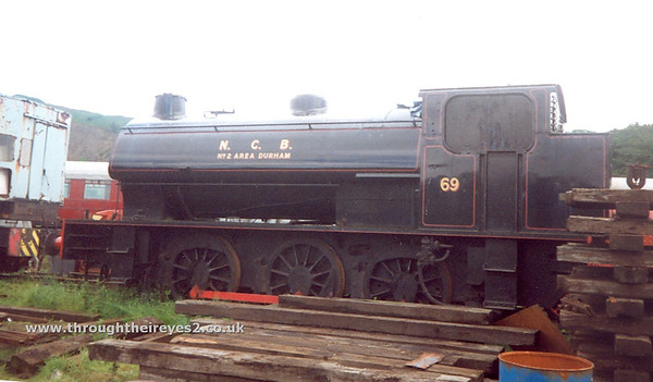 10) Hunslet 3785 / 1953 0-6-0ST stabled at Embsay [Embsay & Bolton Abbey Rly]
