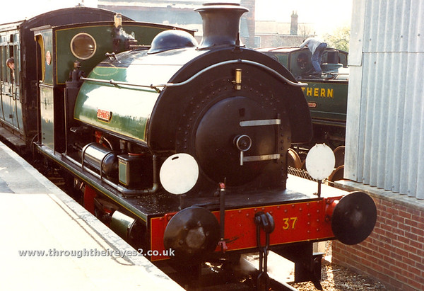8) HL3135 / 1915 stabled at Haven St [Isle of Wight Steam Rly]with ID 37 Invincible at Haven Street IOW