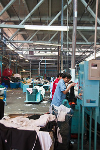 commercial-laundry-workers