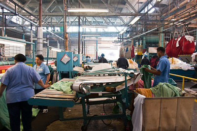commercial-laundry-workers-4