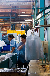 commercial-laundry-workers-3