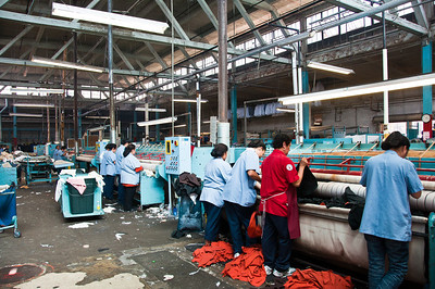 commercial-laundry-workers-2
