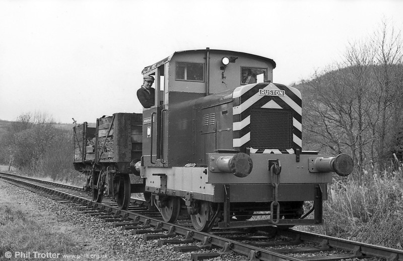 Ruston Hornsby 48DS (393302/1955) 4wDM 'Swansea Jack' at work on the Gwili Railway.