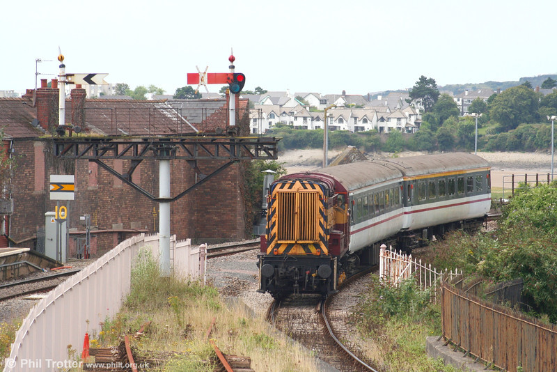 08511 at Barry Island with the 1245 from Woodham Halt on 26th August 2007.