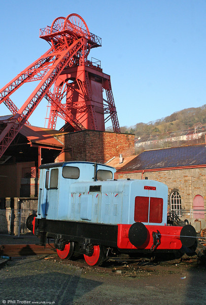 Ruston Hornsby 88DS 4wDM (441936/1960) with the Lewis Merthyr Colliery pithead gear at Rhondda Heritage Park on 23rd January 2010.