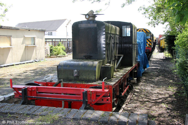 Hibberd (3270/1948) 0-4-0DM 'Carpenter', ex-Guinness Brewery, Park Royal at Wallingford, Cholsey and Wallingford Railway on 26th May 2013.