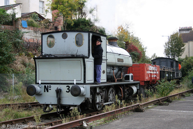 BHR Avonside 0-6-0ST 'Portbury' comes off the Wapping Wharf Branch onto the quayside. 1st November 2008.