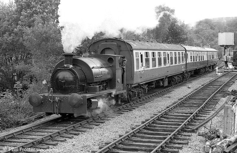 Peckett 0-4-0ST (1967/1939) 'Merlin/Myrrdin' departs from Bronwydd Arms in July 1988.