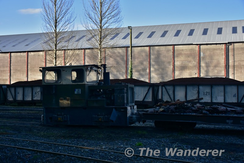 LM392 on a PWD train at Derrinlough Briquette Factory. Wed 01.11.17