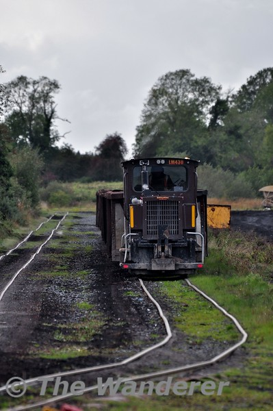 LM430 approaches Blackwater Works with an empty peat train from Shannonbridge. Fri 11.10.19